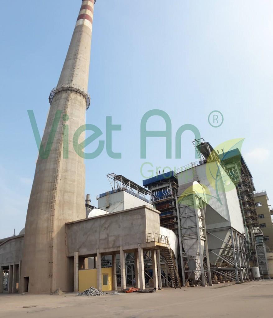 Trạm ống khói cao cao 43m so với mặt đất mà Việt An phảikhoan 6 lỗ để lắp thiết bị
